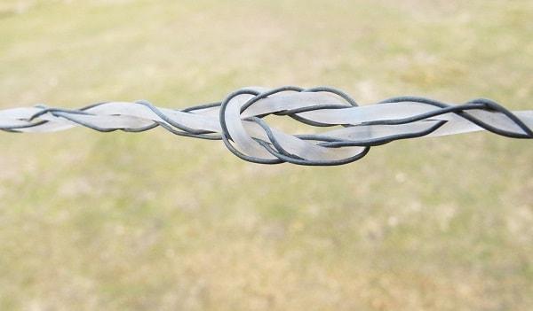 Knoten in Litze