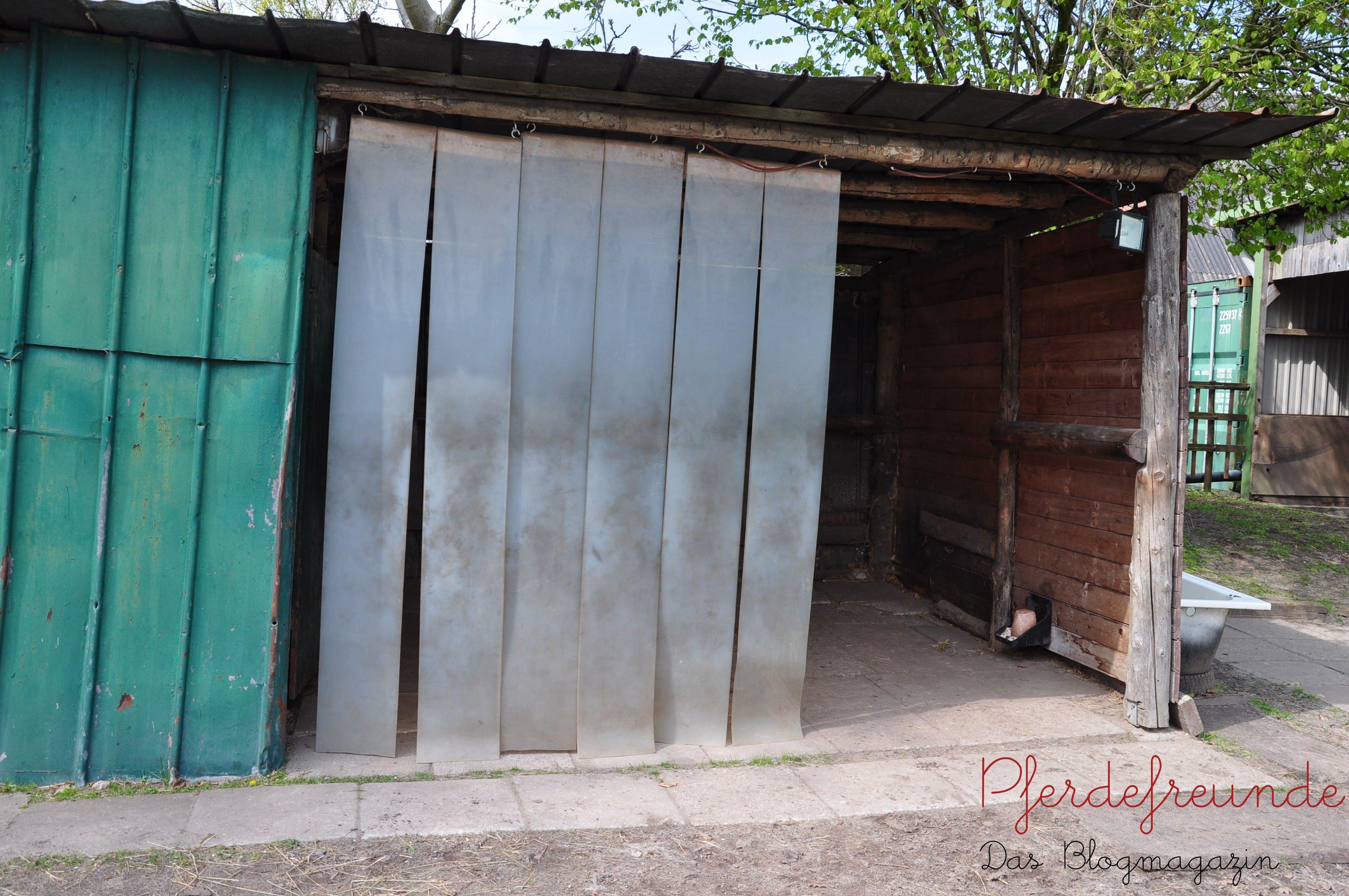 geschützter Stall mit PVC-Lamellen