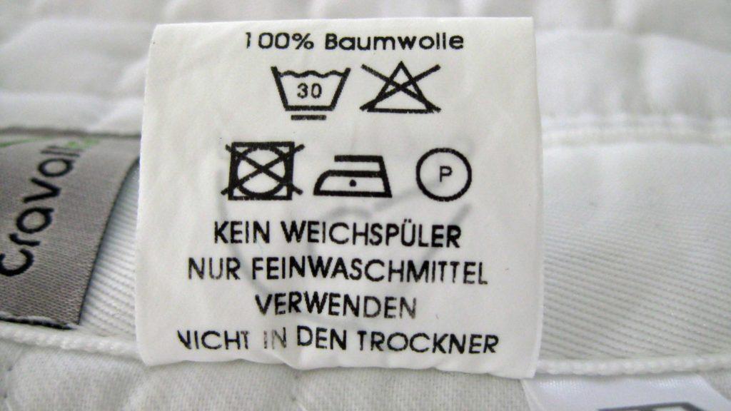 Textilkennzeichnungsetikett bei einer Satteldecke