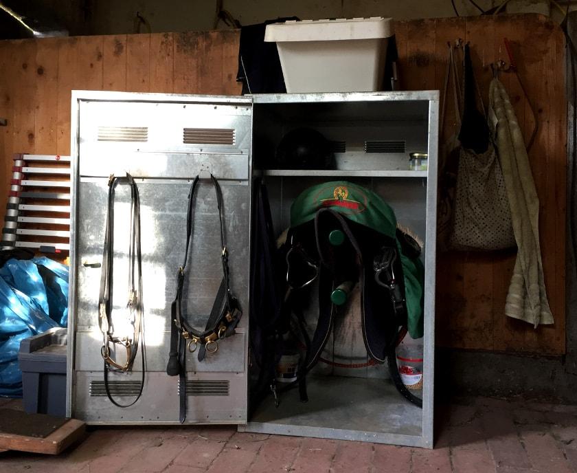 Sattelschrank in Sattelkammer